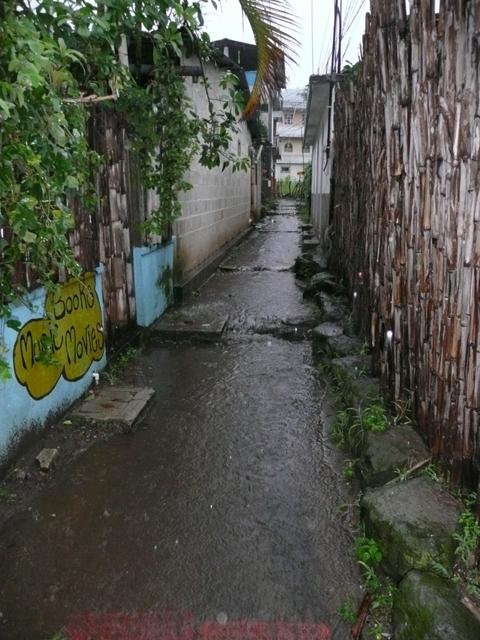 Der Weg zu meinem Haus in San Pedro war ein ständiger Bach, dementsprechend dauernass meine Füße