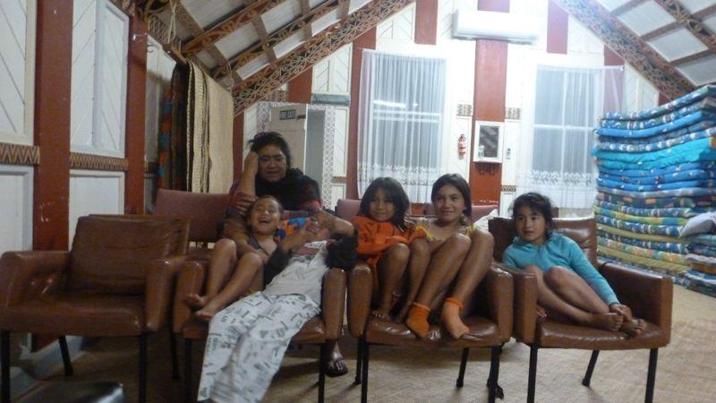 Wyns Mum mit den Kindern
