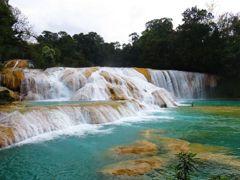 die berühmten und  auch vielbesuchten Wasserfälle von Agua Azul - leider darf man da nicht mehr schwimmen.
