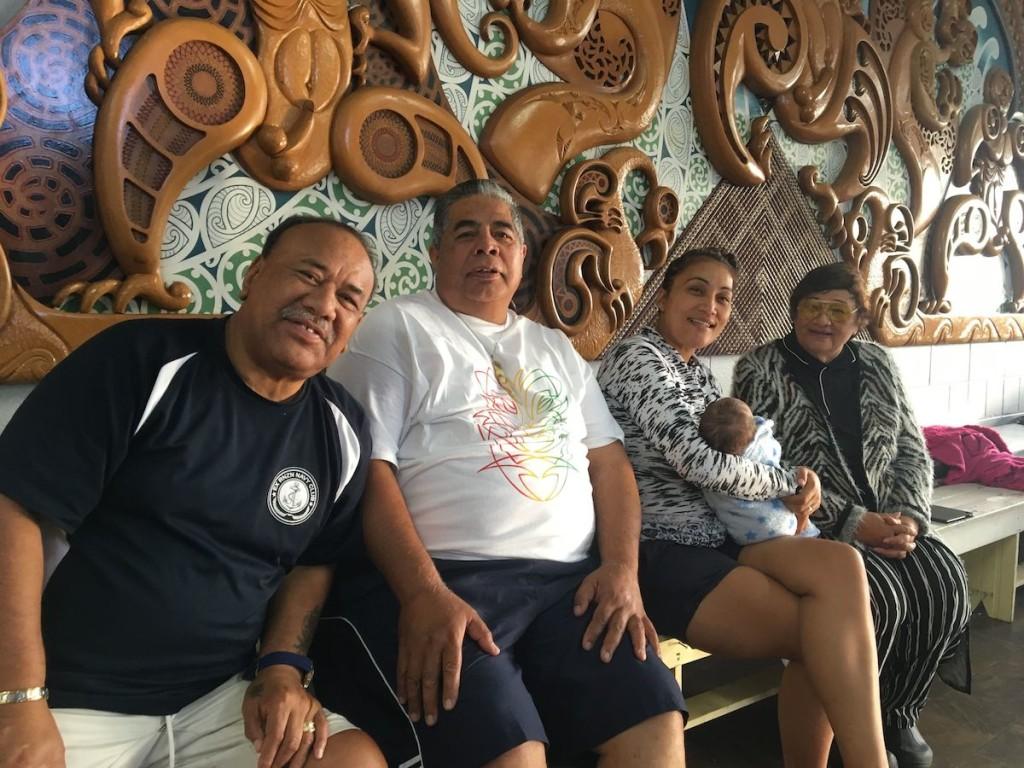 Treffen mit Freunden in Auckland. Die Herren vorne im Bild waren schon bei uns in Guatemala (Hone und Wiremu)
