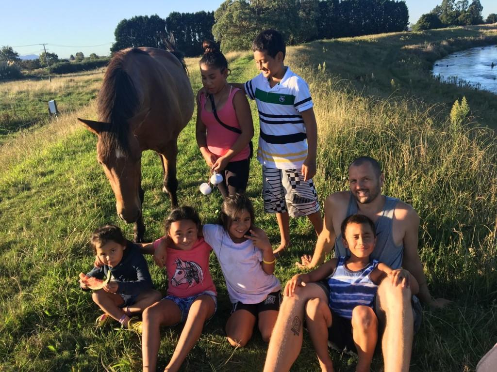Mit den Kids und Pferd