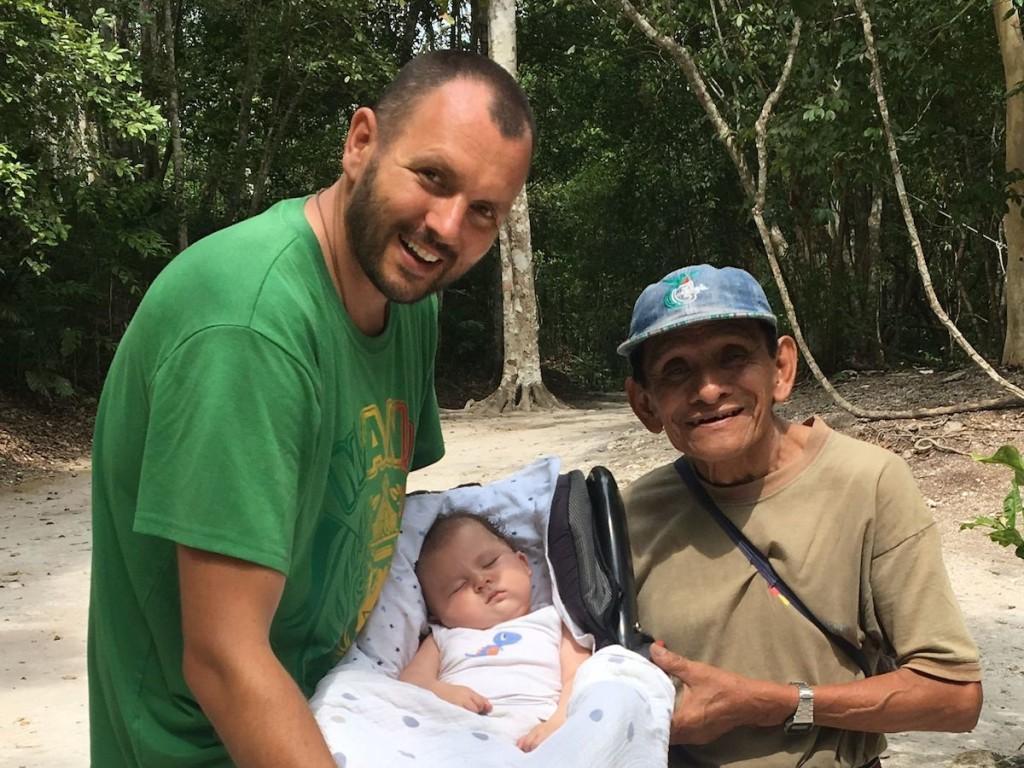 Meeting zur gemeinsamen Zeremonie mit Tata Gilberto in Tikal