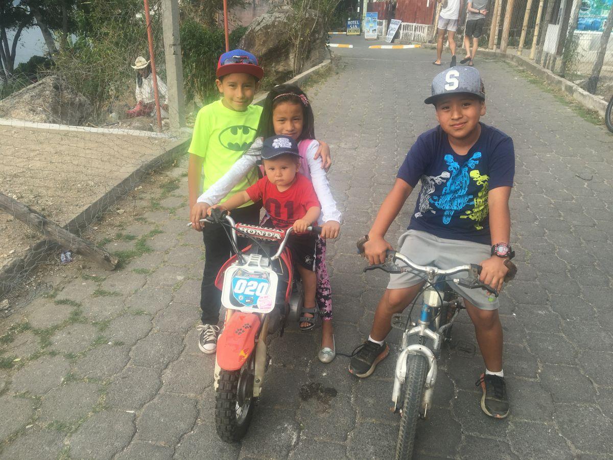 mit Ixlem und den anderen Kindern