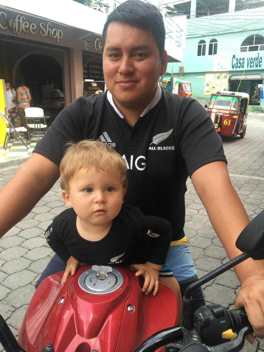 Mopedfahren mit Onkel Luis