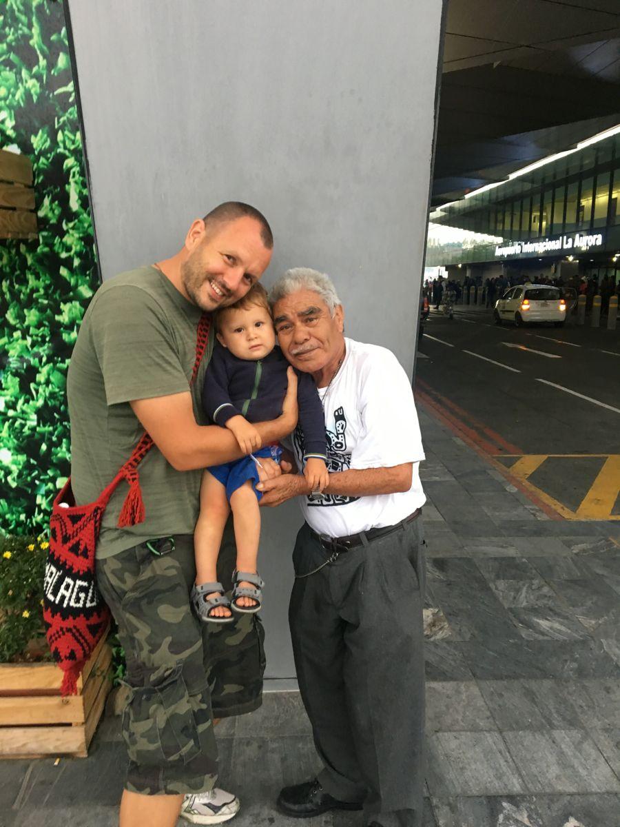 Abschied von Tata Juan am Flughafen