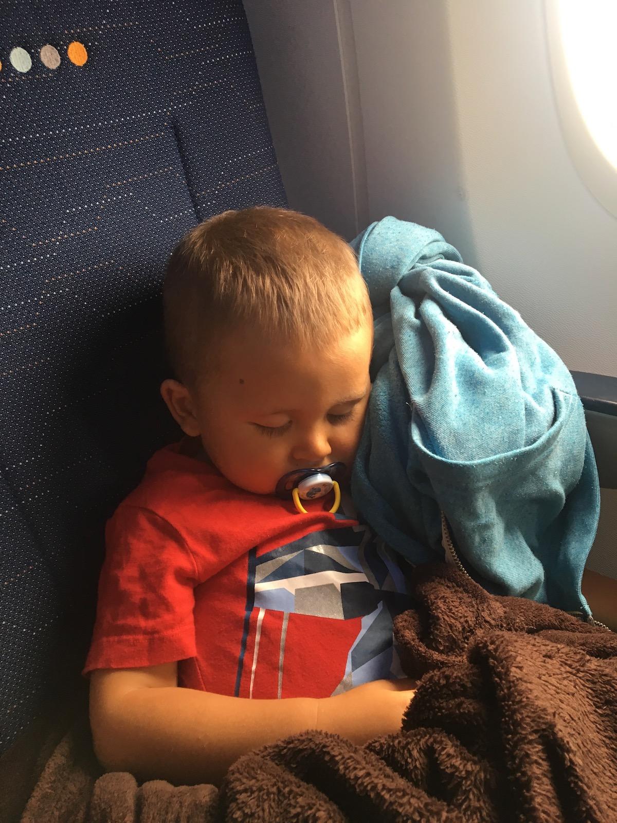 Maui hat im Flieger dann wohl von seiner schönen Zeit in Neuseeland geträumt.